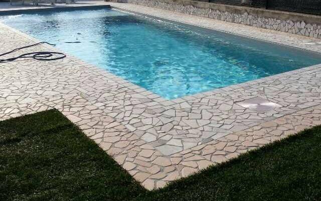 Pavimento piscina in palladiana di marmo 13 palladiana marmo for Mosaici in marmo per pavimenti